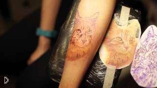 Смотреть онлайн Мастер-класс тату на руке девушки в стиле реализма