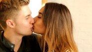 Смотреть онлайн Как правильно и быстро возбудить парня поцелуем