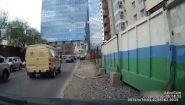 Смотреть онлайн Строительная люлька упала на машину с высоты