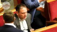 Смотреть онлайн Депутат употребил кокаин во время заседания