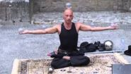 Смотреть онлайн Контактное жонглирование от талантливого парня
