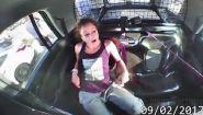 Смотреть онлайн Жительница США угнала полицейский автомобиль
