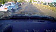 Смотреть онлайн ДТП на ровном месте с участием полицейских