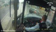 Смотреть онлайн Подборка: ДТП трамваев, вид из кабины