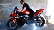 Смотреть онлайн Подборка: Езда девушек на мотоциклах