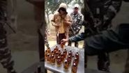 Смотреть онлайн Контрабандист пытался перевезти алкоголь
