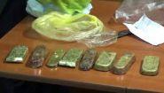 Смотреть онлайн Контрабандист не смог перевести 8 слитков золота
