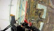 Смотреть онлайн Как спускается альпинист с 38 этажа