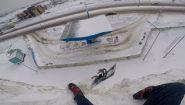Смотреть онлайн Сноубордист чуть не сломал себе все тело