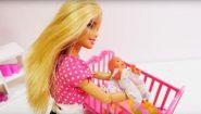 Смотреть онлайн У куклы Барби появился ребенок