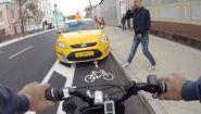 Смотреть онлайн Как же сложно быть велосипедистом в городе