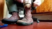 Смотреть онлайн Солдаты в Израиле шнурки завязывают так